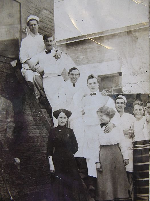 1913 Kitchen and Waiter Staff